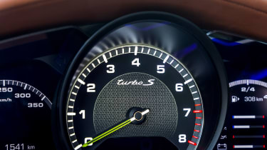 Porsche Panamera Turbo S E Hybrid - rev counter