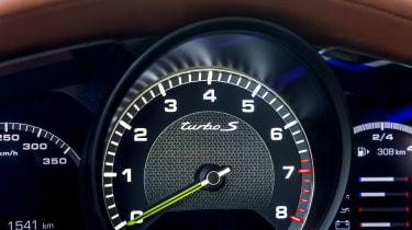 Porsche Panamera Turbo S E Hybrid - rev counter