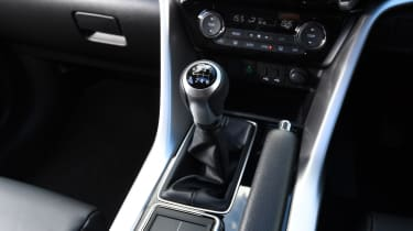 Mitsubishi Eclipse Cross - Gearstick