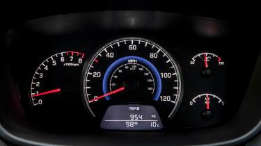 Hyundai i10 Play - dials