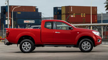 Nissan Navara King Cab - side static