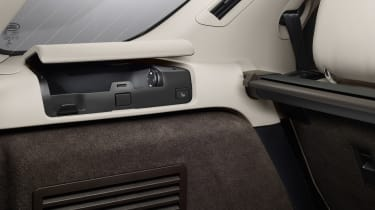 Land Rover Discovery 2017 - official boot storage