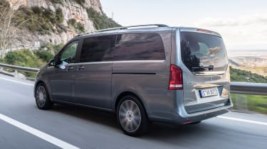 Mercedes V-Class - rear tracking