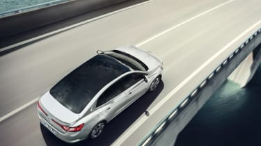 New Renault Megane Grand Coupe - overhead tracking