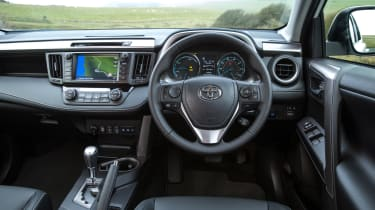 Toyota RAV4 Hybrid UK 2016 - dashbard