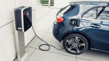 Mercedes A 250 e - charging