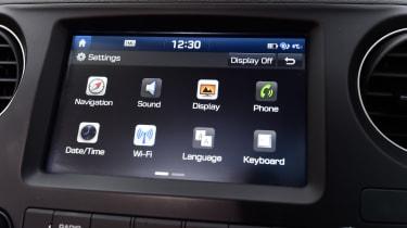 Hyundai i10 facelift 2017 - infotainment 2