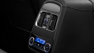Maserati Levante Trofeo - rear interior details