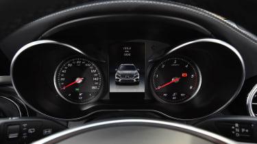 Mercedes GLC 350d - dials