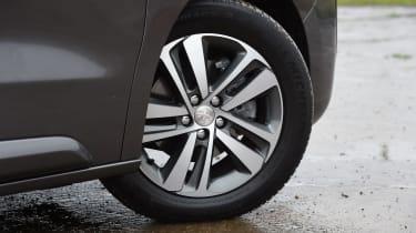 Peugeot Traveller 2017 - wheel