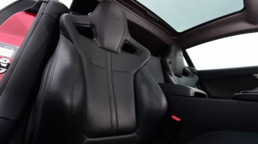 Jaguar F-Type R - seats