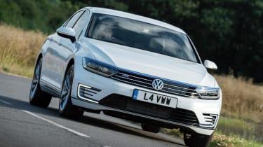 Volkswagen Passat GTE 2016 - front cornering