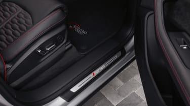 Audi RS Q8 - sill