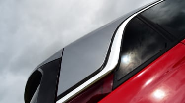 Vauxhall Crossland X - floating roof