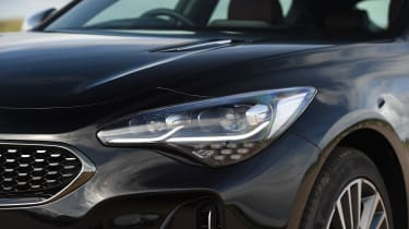 Kia Stinger - front light