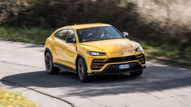 Lamborghini Urus - front/side cornering