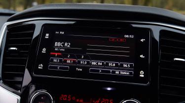 Mitsubishi L200 infotainment
