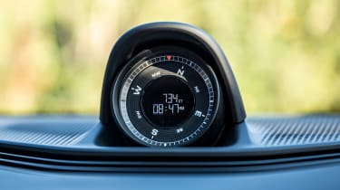 Porsche Taycan 4S Cross Turismo - clock