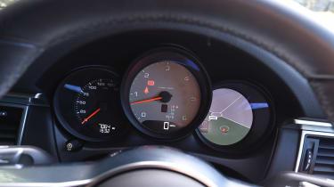 Porsche Macan - dials