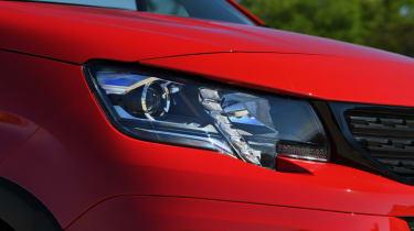 Peugeot Rifter head lights