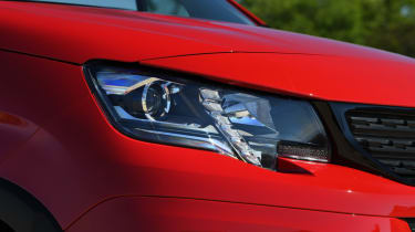 Peugeot Rifter head lights