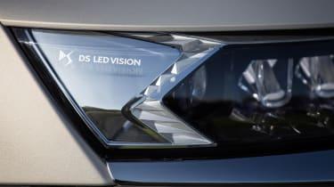 DS 7 Crossback E-Tense - front light