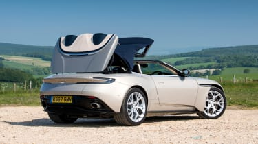 Aston Martin DB11 Volante - rear roof closing
