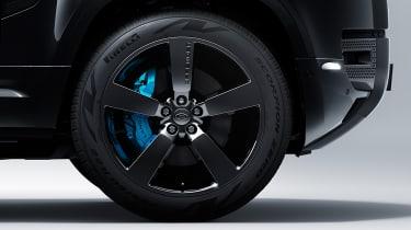 Land Rover Defender V8 Bond Edition - wheel