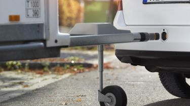 Automatic towing hitch