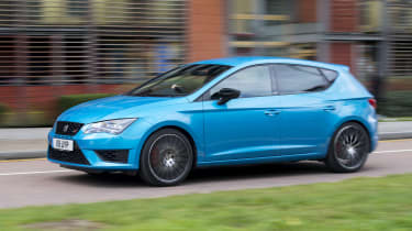 SEAT Leon Cupra 290 2016 UK - side tracking