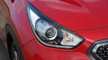 Kia Niro vs Toyota Prius - Kia Niro headlight