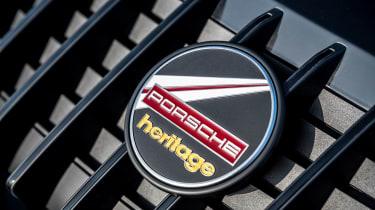Porsche 911 Targa 4S Heritage Design Edition - front badge