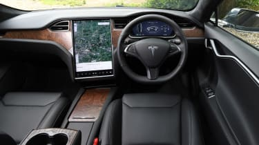 Tesla Model S Long Range - dash