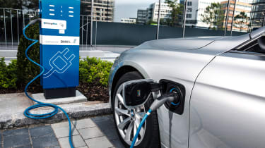 BMW 330e - charging
