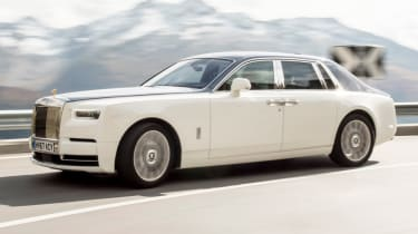Rolls-Royce Phantom - side section action