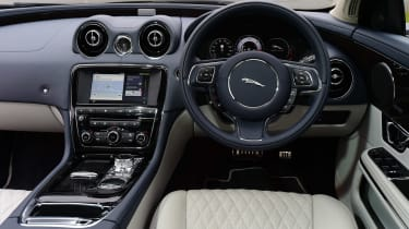 Jaguar XJ - dash
