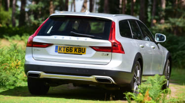 Volvo V90 Cross Country grass rear
