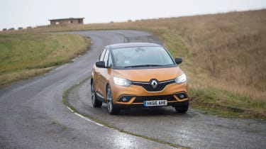 Renault Scenic - front panning