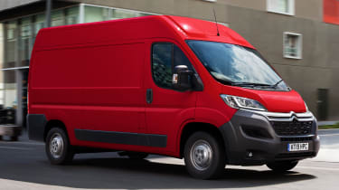 Citroen Relay - front tracking