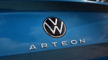 Volkswagen Arteon eHybrid - Arteon badge