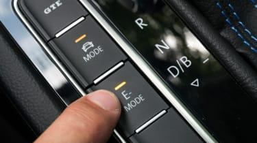 Volkswagen Passat GTE Estate - controls