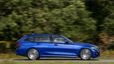 BMW 320d xDrive Touring - side