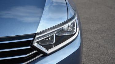 Volkswagen Passat headliamp