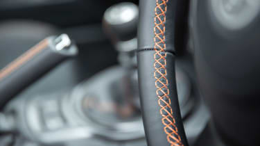 Toyota GT86 Orange Edition - stitching