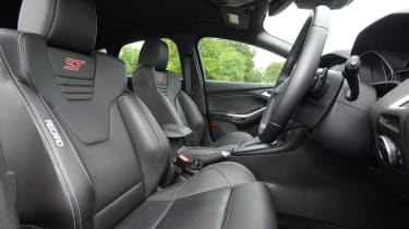 Ford Focus ST - front seats