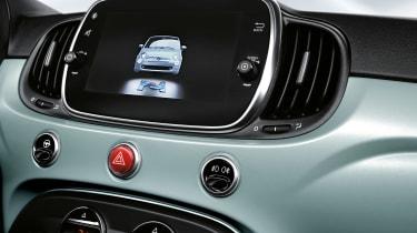 Fiat 500 hybrid - screen