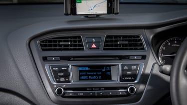 Hyundai i20 Active 2016 - infotainment