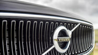 Volvo V90 D5 Momentum - grille
