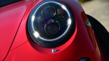 Porsche 911 Carrera T - headlight