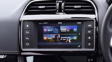 Jaguar F-Pace - infotainment screen